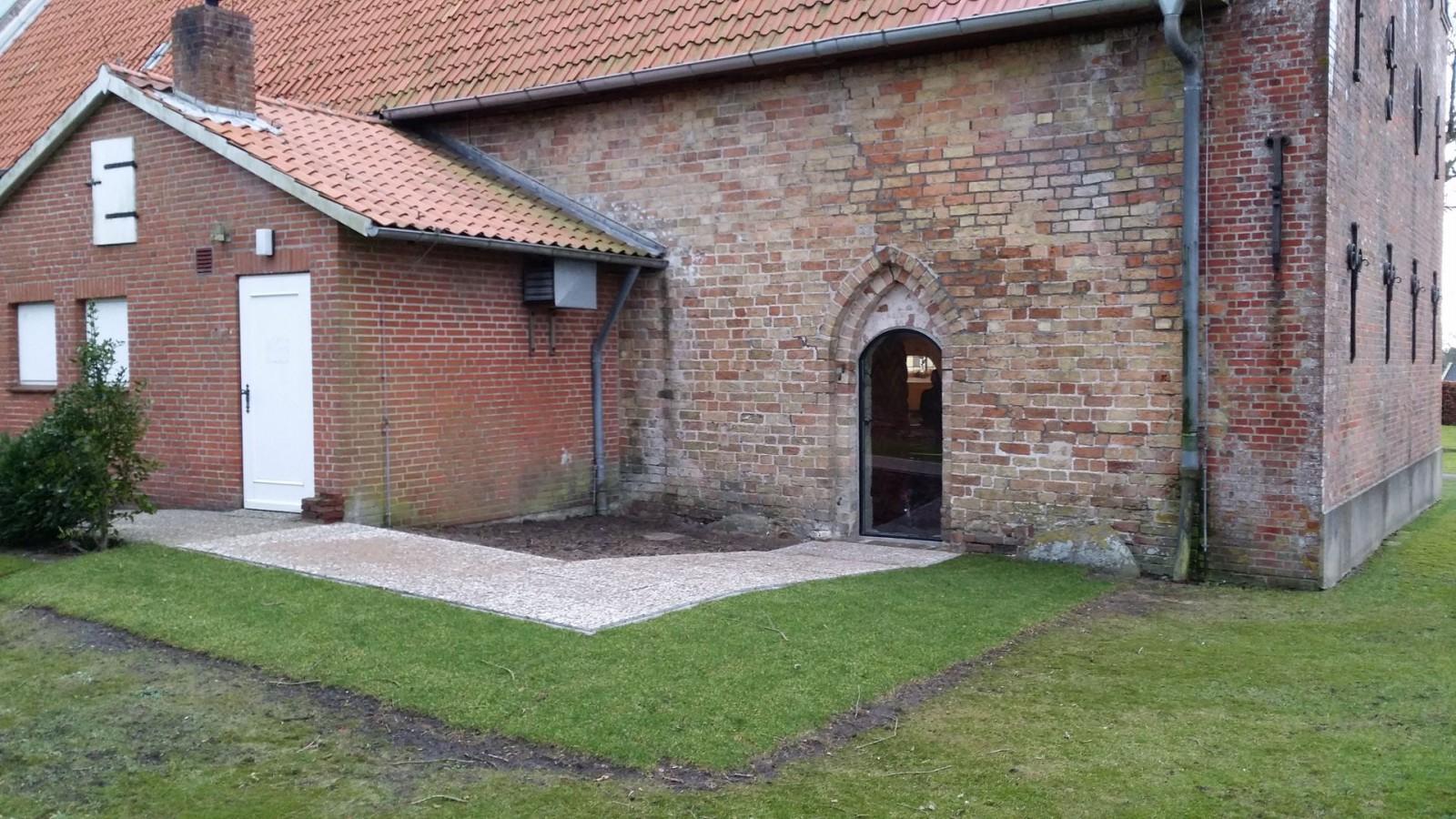 Pflasterung Kirche Enge Seitentür